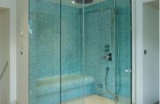 Душевые перегородки из стекла: инструкция по обустройству