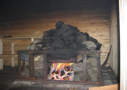 Для того, чтобы камни стали красные в бане по-чёрному, дров уходило очень много
