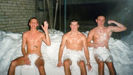 Из бани в снег