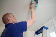 Нужен ли уход за натяжными потолками?